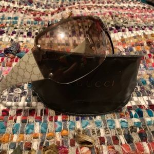 Authentic GUCCI logo sunglasses & GUCCI case